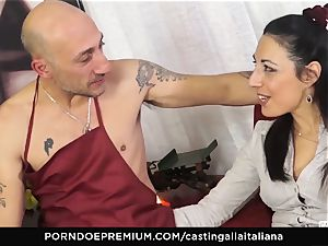 audition ALLA ITALIANA - Italian mummy beginner loves anal invasion