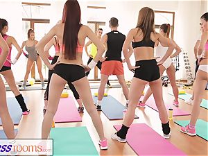 FitnessRooms extraordinaire asses on flash before lezzie honeys