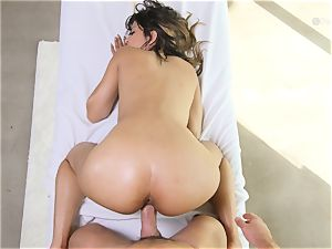 Sophia Leone gets her cooter invaded by ample trunk