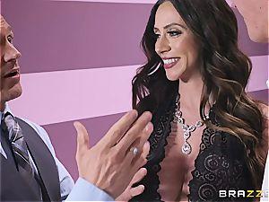 Ariella Ferrera luvs awesome deep snatch massage