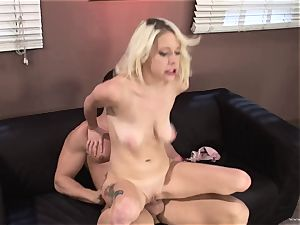 Randy Kissy Kapri rails her vulva on this big fuck-stick
