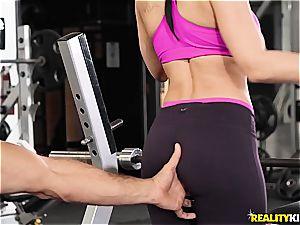curvy cougar Rachel Starr gets plowed in the gym