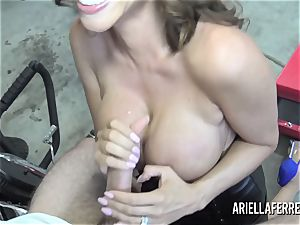 Ariella Ferrera pays the bills with her red-hot nail crevice