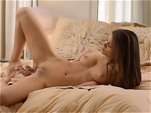 fad luvs her shaved cunt when it is bulging with objects