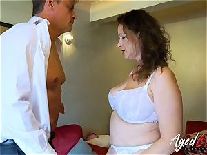 AgedLovE Bussinesman Seduced by super-steamy Mature mommy
