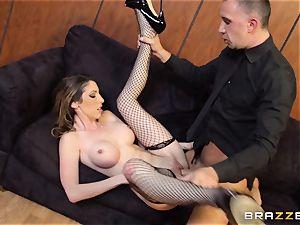 VIP Dava Foxx proves she is a muddy dame