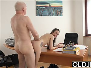 gal pummeled by elder dude Office deepthroat bj