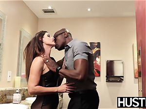 super-sexy India Summers splatters after chomping down big black cock