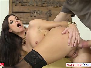 Stockinged mummy India Summers gets humped and facialized