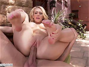 lustful big-boobed blonde Kagney Linn Karter gets nailed outdoor
