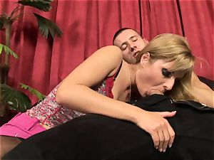 Victoria sparkle gives Tomi's jizz-shotgun a shine