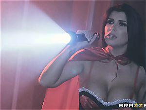 spunk craving vampiress Angela white sharing fuck-stick with Romi Rain